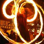 Fackelschwingen des Feuerkünstlers